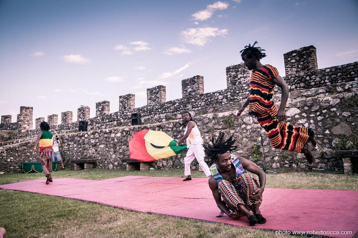 Rocca delle meraviglie: festival di artisti di strada sul Garda