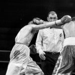 Incrocio durante incontro di boxe a Brescia