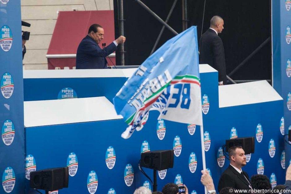 berlusconi durante il comizio elettorale a sostegno di adriano paroli, sindaco di brescia