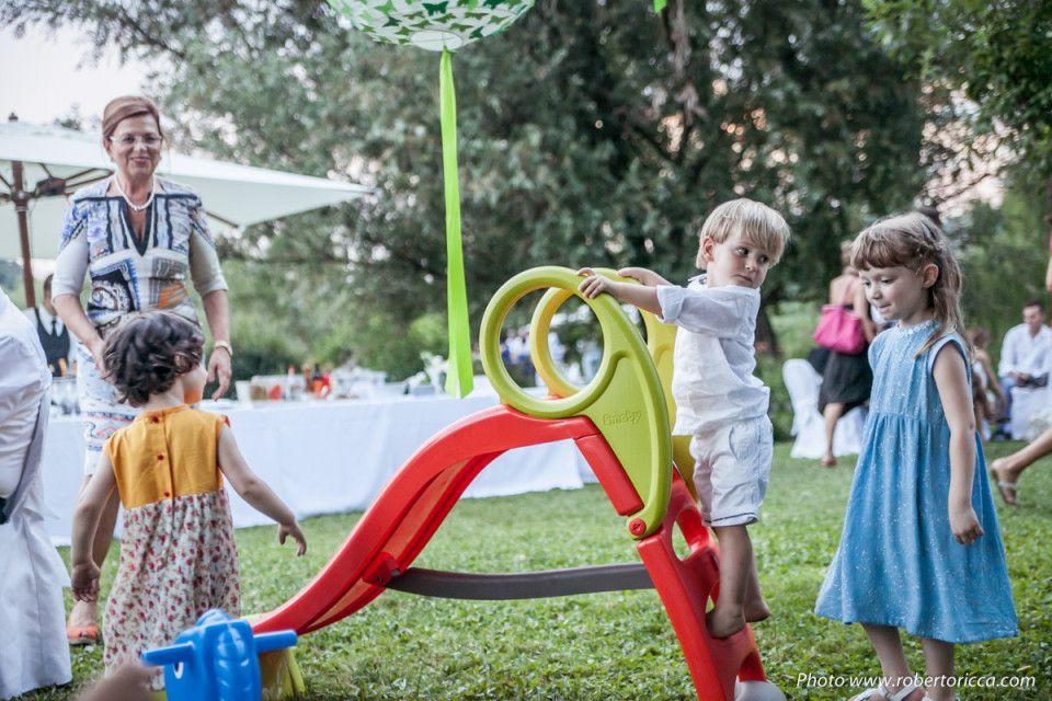 bambini durante festa di matrimonio truccabimbi