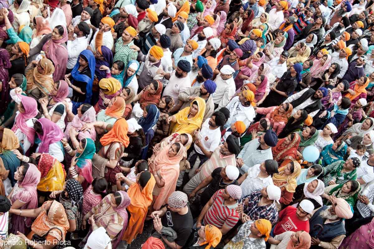 la folal durante il baisakhi 15000 fedeli sikh