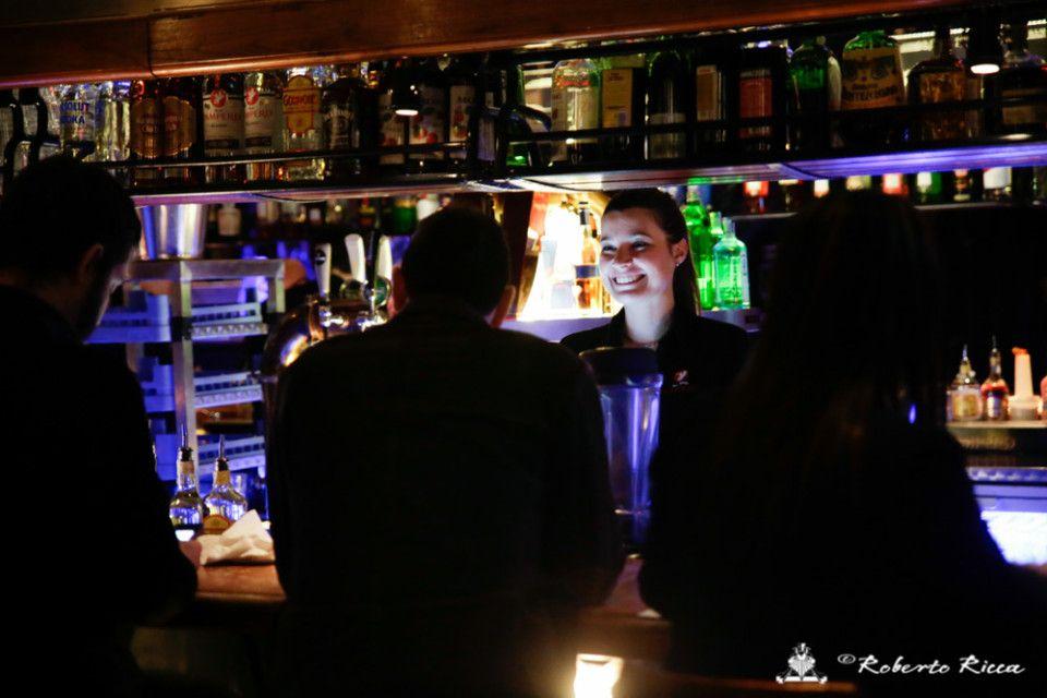 barista reportage seconda classe nightlife brescia vita notturna band live concerto