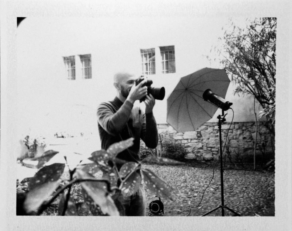 Il fotografo Erminando Aliaj scatta