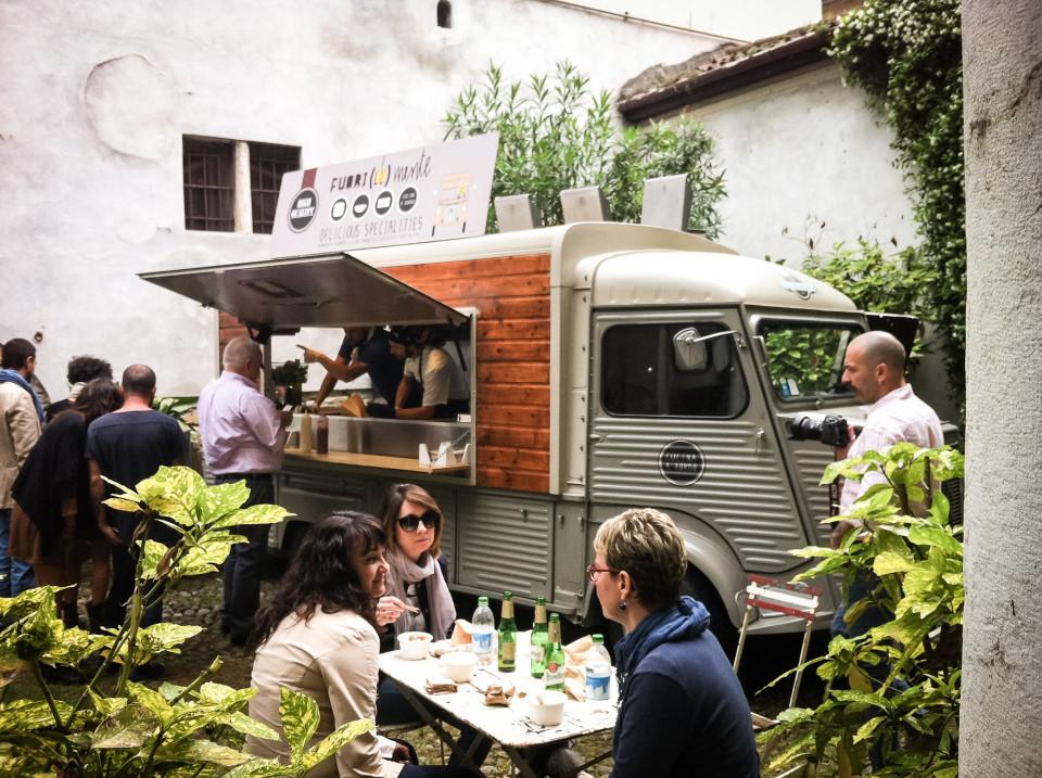 Mobile catering, furgone, fuori di mente Brescia, mente Locale