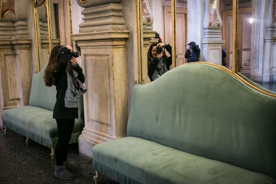interno del teatro grande di brescia durante l'uscita del corso fotografico