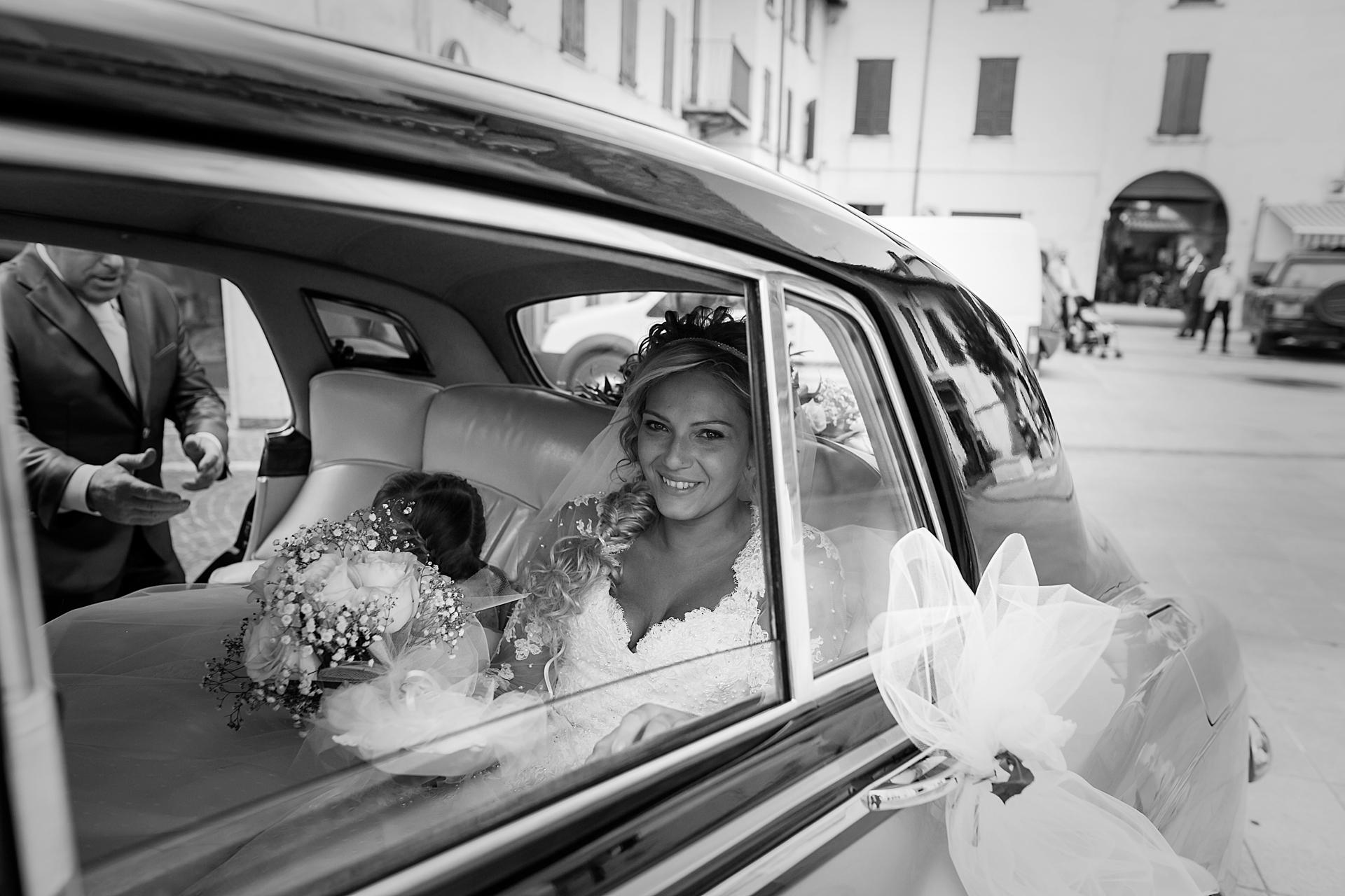 arrivo della sposa alla chiesa di Prevalle, a due passi dal lago di Garda