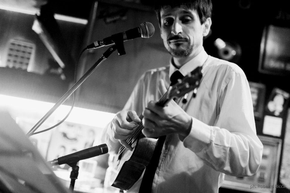 Aldo Bicelli all'ukulele