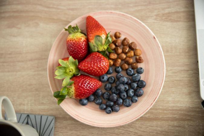 fotografia per ristoranti, foto di piatto con frutta, food blogger