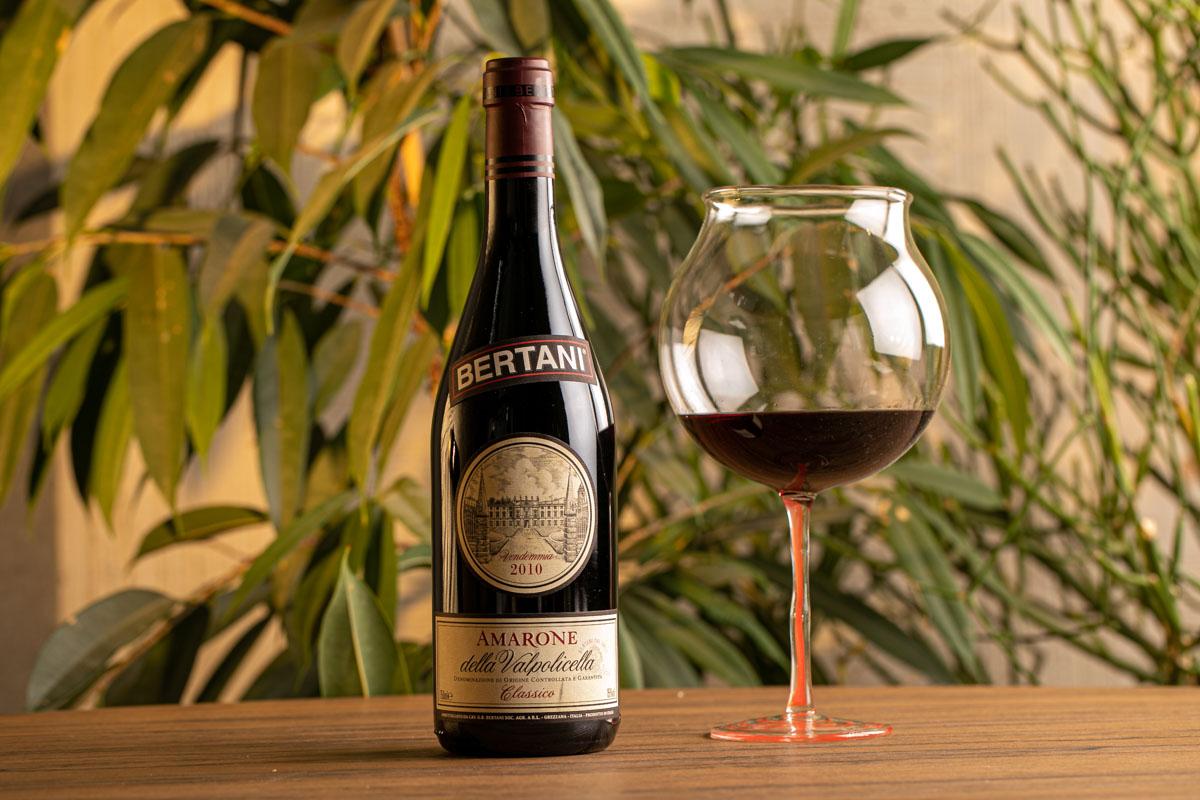 fotografo per bottiglia di vino in Cantina Brescia Franciacorta